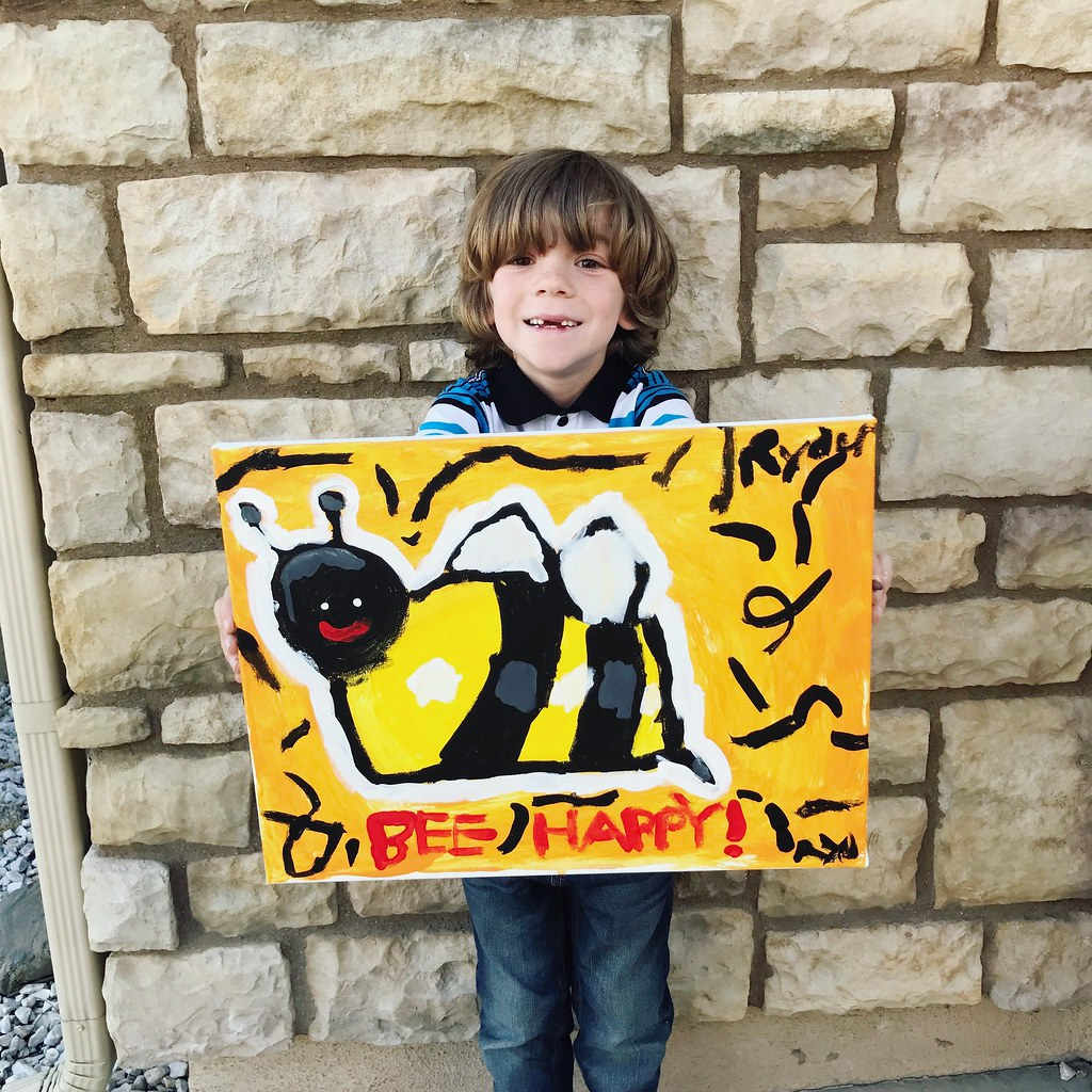 Kid bee painting