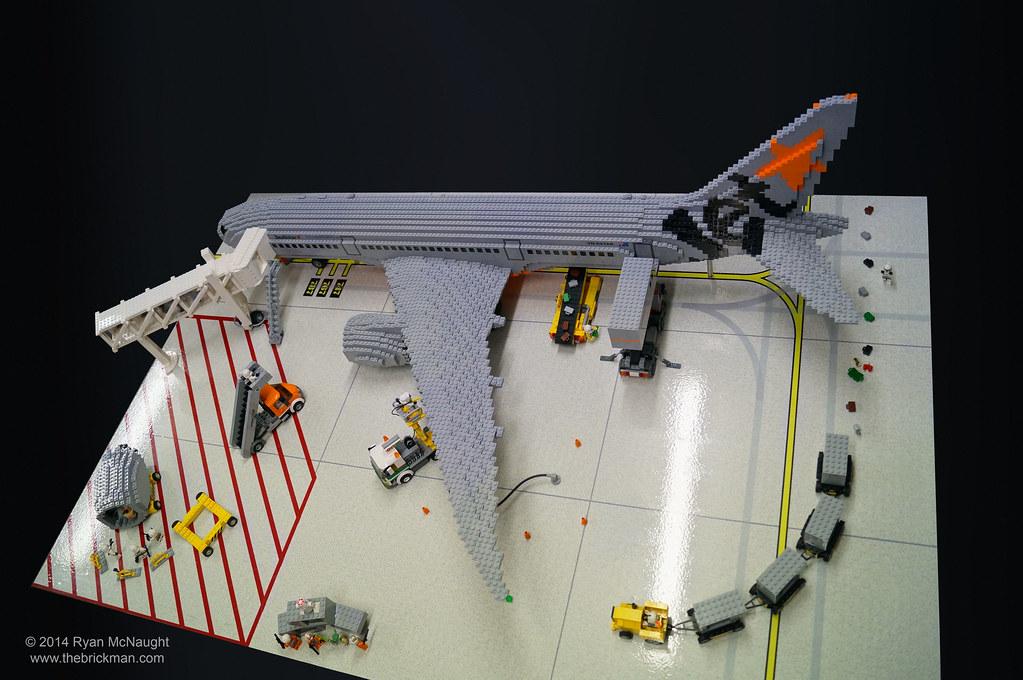 LEGO Jetstar 787 Playset   Non cutaway side of the Jetstar ...