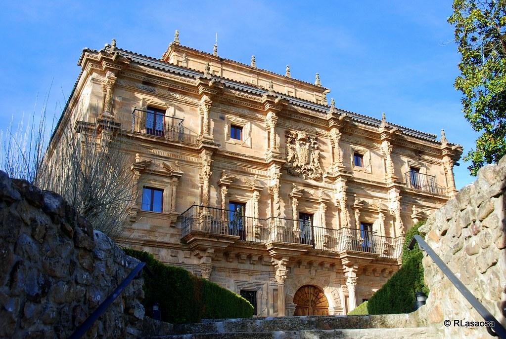Una de las fachadas del Palacio de Soñanes, Villacarriedo