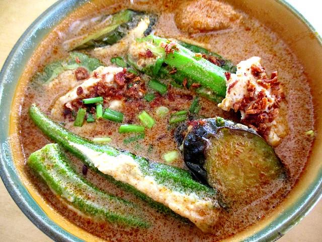 Rong Rong Seafood & Cafe yong tofu laksa