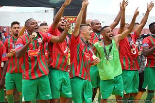 Jogadores comemoram conquista do Campeonato Paulista da Segunda Divisão, após vitória por 3 a 0 sobre o Desportivo Brasil, em partida disputada no dia 9 de setembro, no estádio Ulrico Mursa