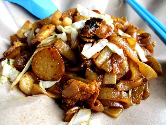 Chopsticks kway teow goreng dengan kerang