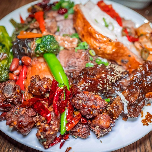 @ShayanQuarter_CafeMix @ShangrilaSydney #Sichuan #FoodFestival #Buffet 6th to 13th April 2017 Roast #Beef, Lamb, Pork, #FriedChicken, Sticky #PorkRibs, Stir Fried Veggies, Braised Tofu and more As the temperature starts to cool down, turn up the heat wit