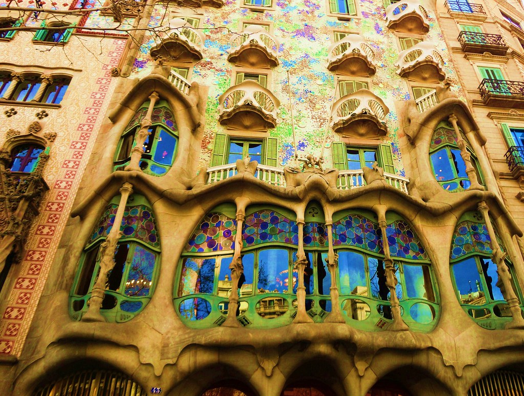 Gaud reflections casa batll fa ade 1905 1907 Art nouveau arquitectura