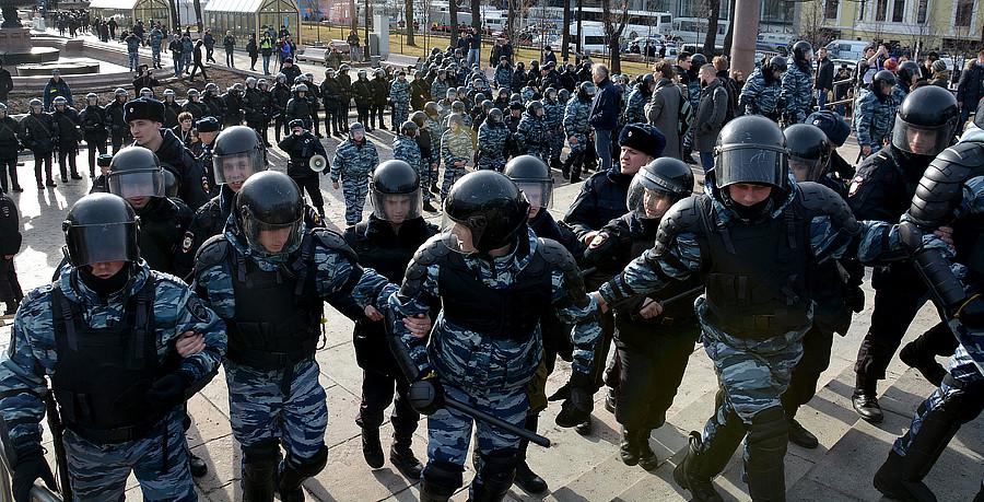 На Митинге против Медведева освободили улицы