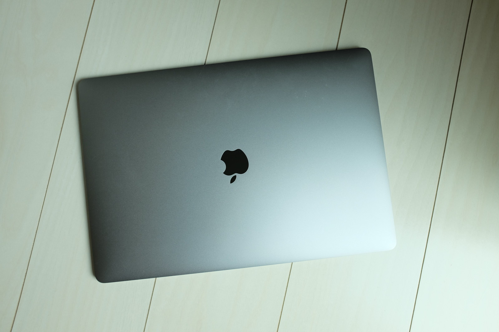 MacBook Pro (Late 2016)