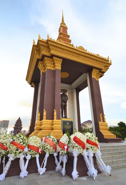 phnom penh below 24 hours independence monument