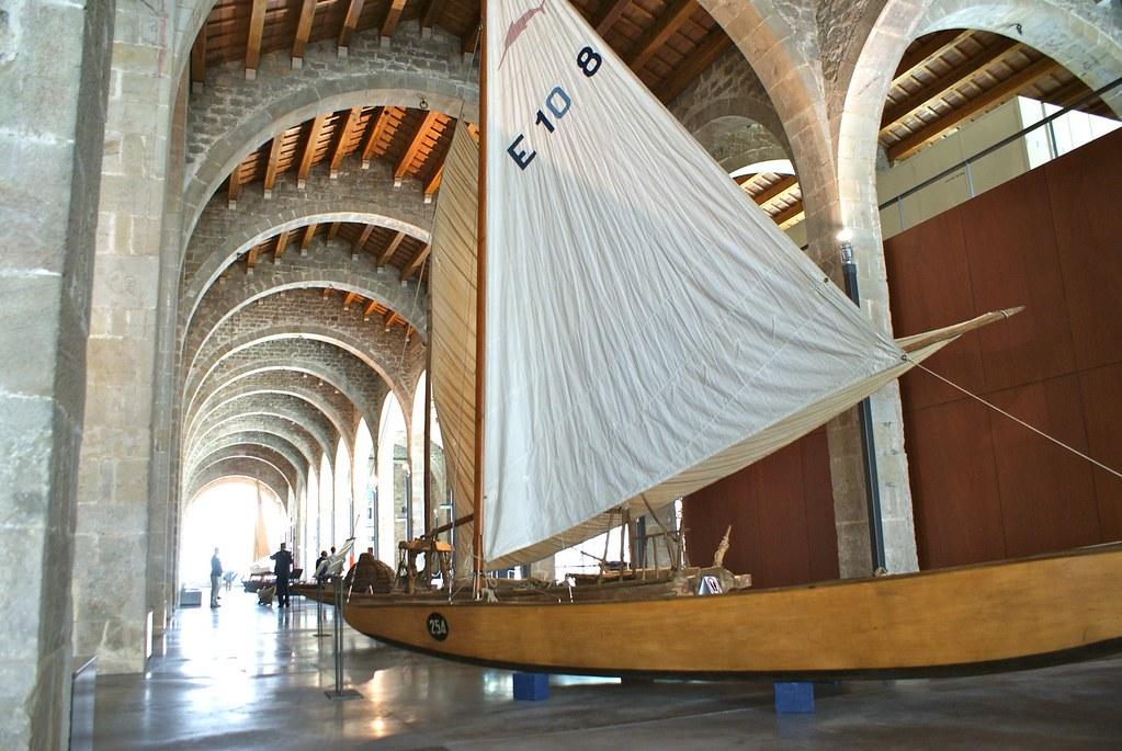 Voilier du musée maritime de Barcelone aux Drassanes.