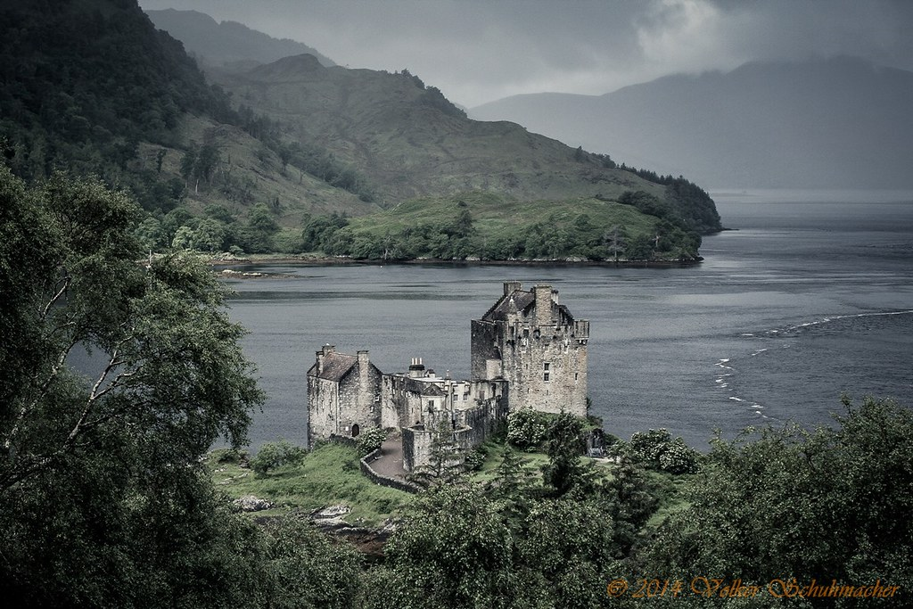 Eilean Donan Castle, Scotland - The GREAT Britain Travel Bucket List | va It's Travel O'Clock