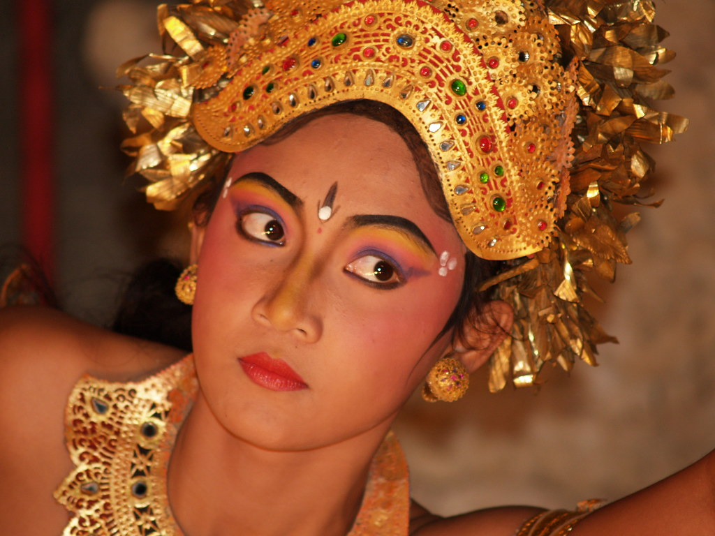 Vagamundos 2006. Danza Thai. Sanur. Bali. Indonesia