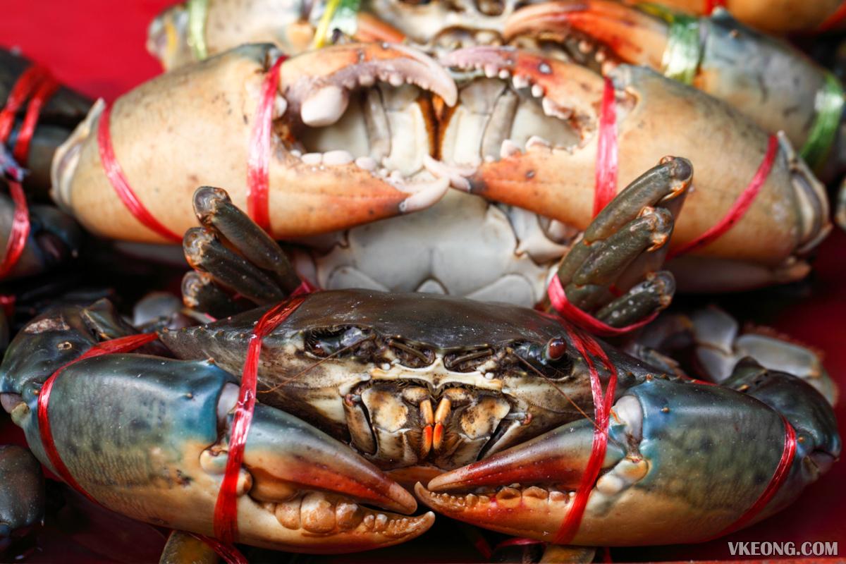 Somsak Pu Ob Meaty Live Crabs
