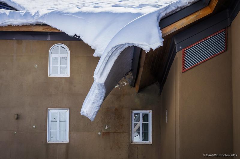 Nieve en el tejado de Núria