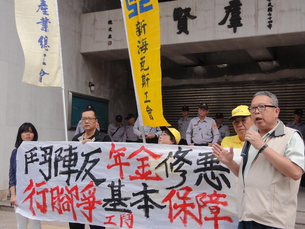 工鬥呼籲全台勞工大眾加入行腳活動,反對年改修惡。(攝影:張智琦)
