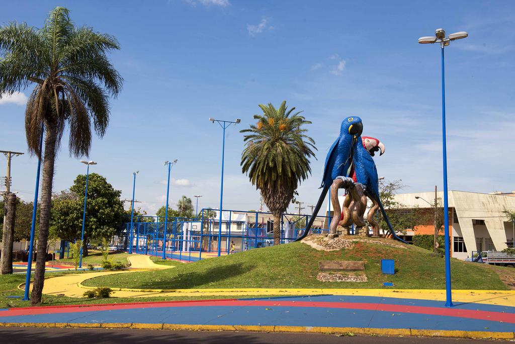 ... Praça das Araras 7720a3f617083