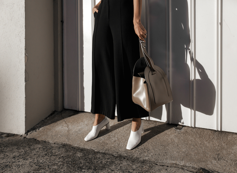 white pumps trend gray matters street style minimal monochrome fashion blogger mm6 maison margiela bucket bag kaity modern legacy instagram (9 of 14)