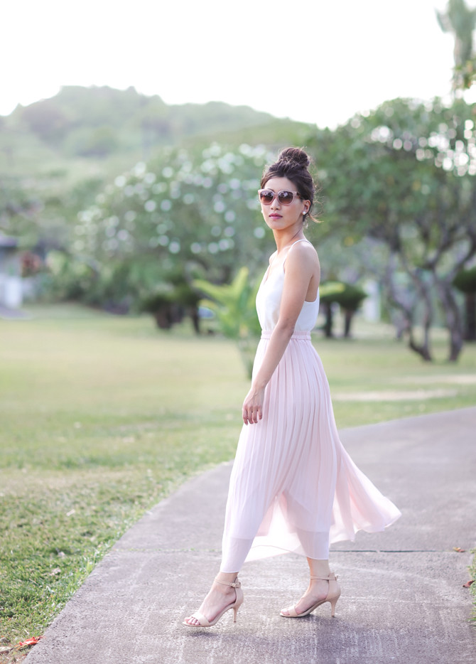 uniqlo pleated pink midi maxi skirt spring outfit petites
