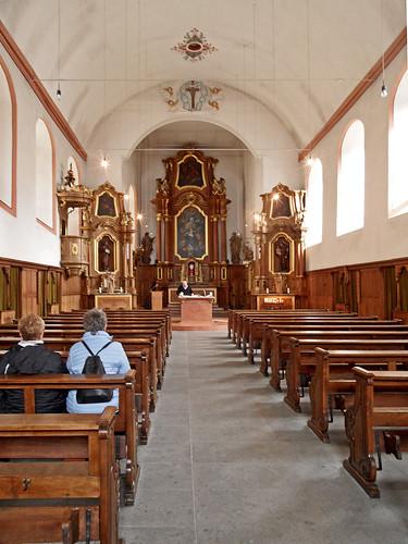 Hauptschiff mit Blick zum Altar der Klosterkirche St. Franziskus in Koblenz-Ehrenbreitstein