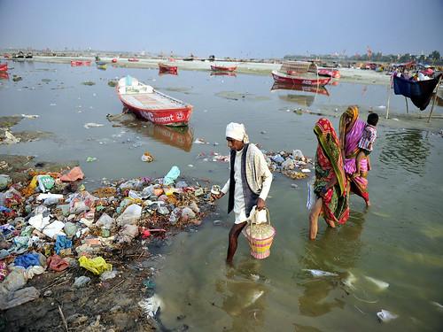 प्रदूषित गंगा नदी