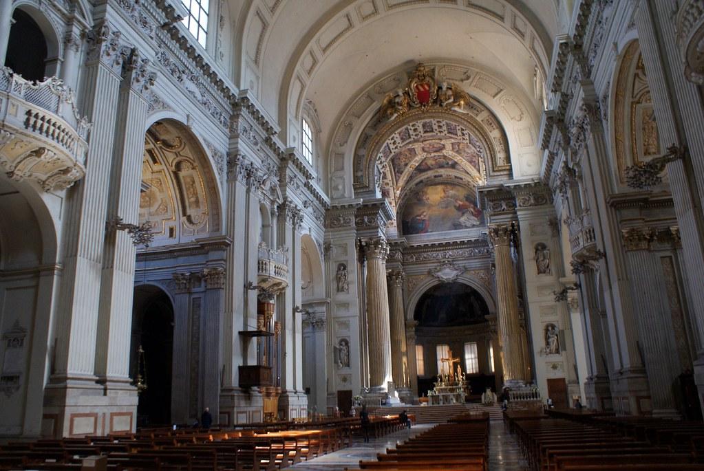 Intérieur de la cathédrâle San Pietro de Bologne.
