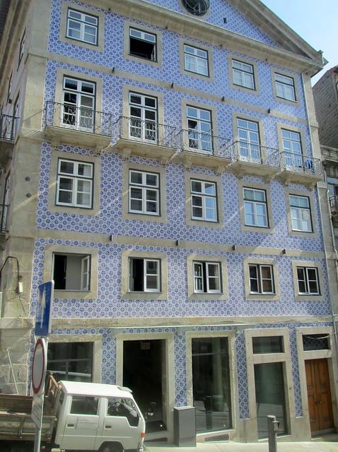 Tiled Building, Porto