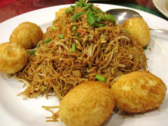 Fried mee sua with eggs