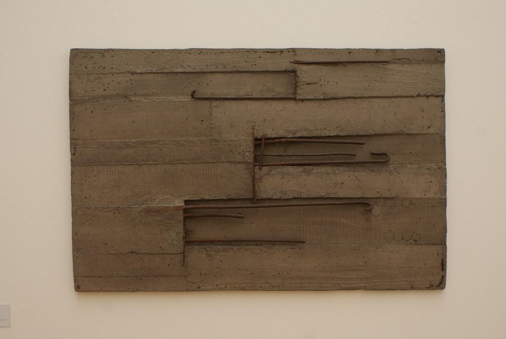"""Giuseppe Uncini """"Cemento armato"""" (1960) au musée d'art moderne du mambo à Bologne."""