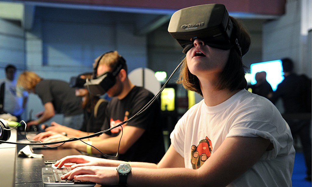 Image 2: Oculus Rift Headset