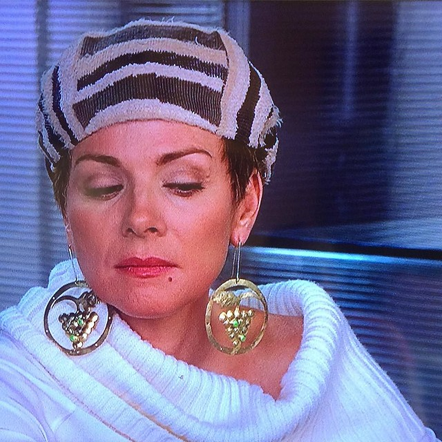 I'd totally wear these grape earrings that Samantha has on in Season 6. 🍇