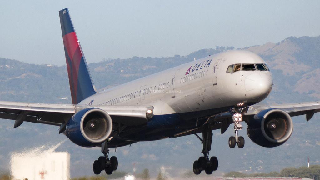 b757 delta landing at mroc sjo bernal saborio flickr