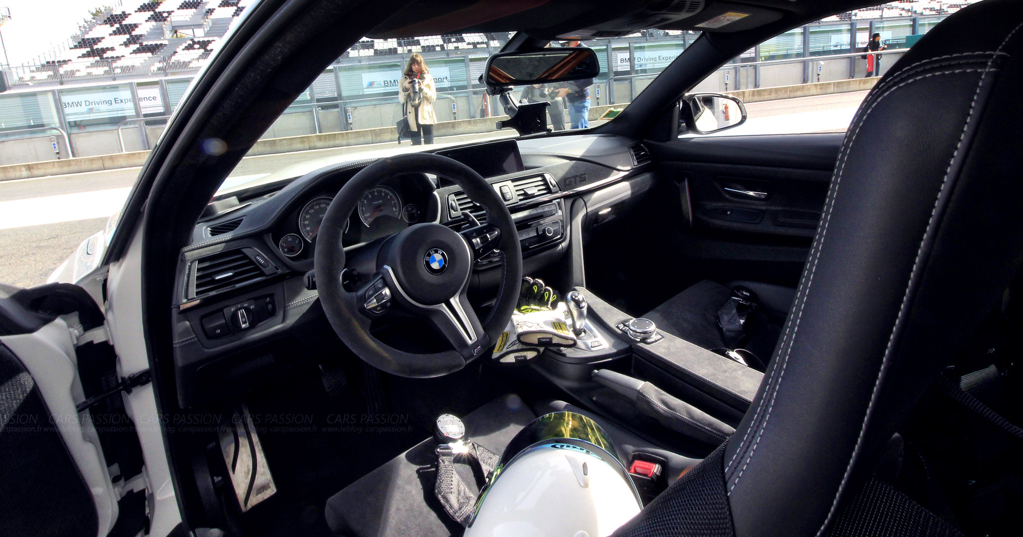bmw-m2-M4-gts-magny-cours-drift-track (6)