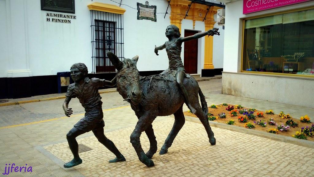 Plazas y esculturas de Moguer