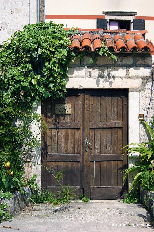 Ворота старого дома