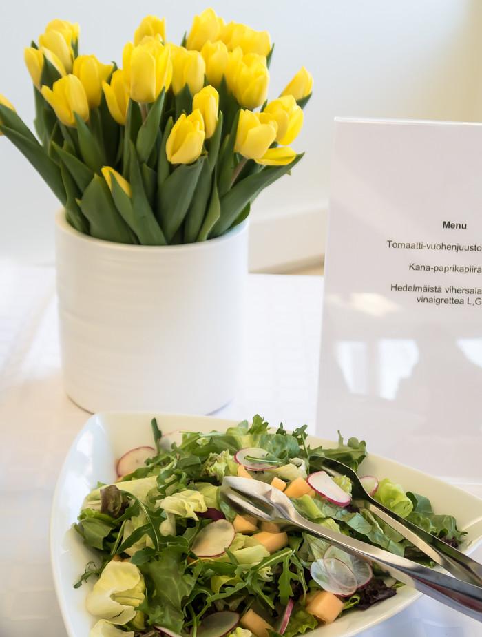 keltainen tulppaani ruokalista menu salaatti akvamariini pr_