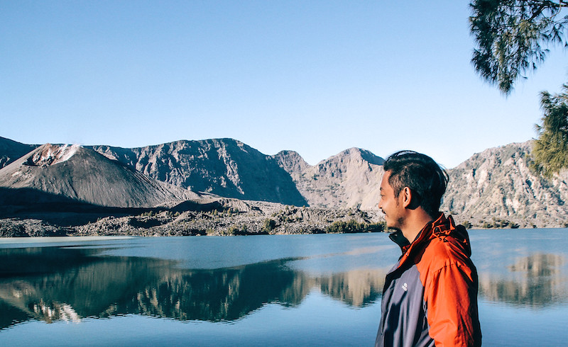 rinjani explore porter demas ryan grace filled travel junkie segara anak danau lake summit puncak lintang indonesia lombok backpack 2 (1)