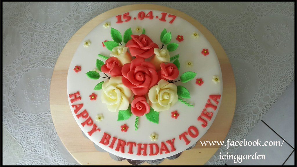Birthday Cake Fondant icing cake Gumpaste flowers Ic Flickr