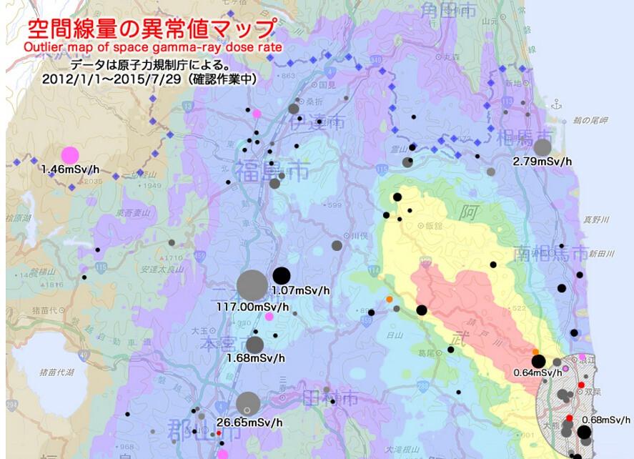 日本民間從官方資料製作而成的福島輻射異常值地圖(更新至2015年中)。點越大輻射越高,例如中間有超標1000倍以上的117微西弗/小時的大灰點,越鮮豔表示出現次數越多。