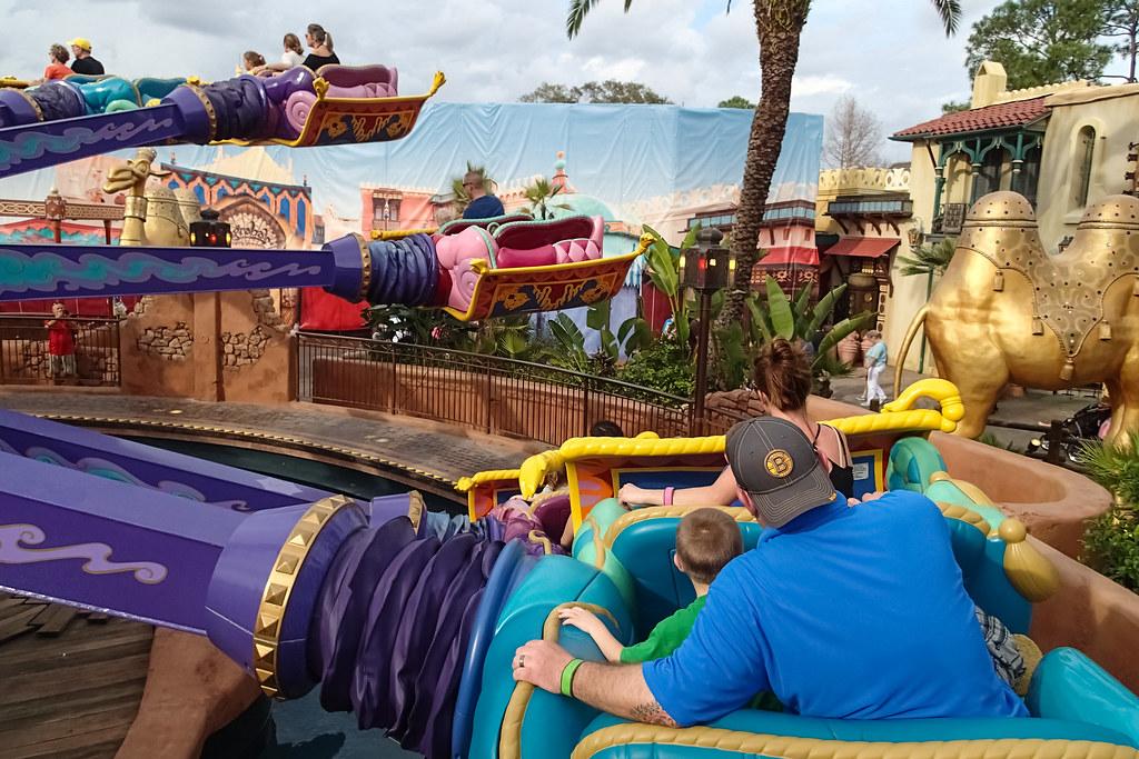 Magic kingdom aladdin39s magic carpet ride walt disney for Aladdin carpet ride magic kingdom