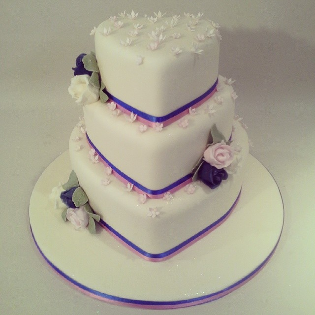 heart wedding cakes a beautiful and blossoms shaped wedding cake 15179