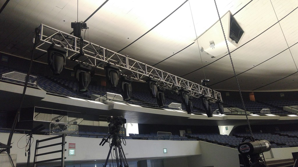 Mail Bag: JBL VerTec, Martin MAC Vipers, a DiGiCo SD5, and Vari-Lite VL3500 Wash FXs from Ralph in Los Angeles, CA