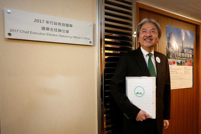 2017年2月25日,曾俊華成為首位「入閘」的特首候選人。曾俊華獲得165名選委提名,其中120多張來自「民主300+」。(圖片來源:路透社)