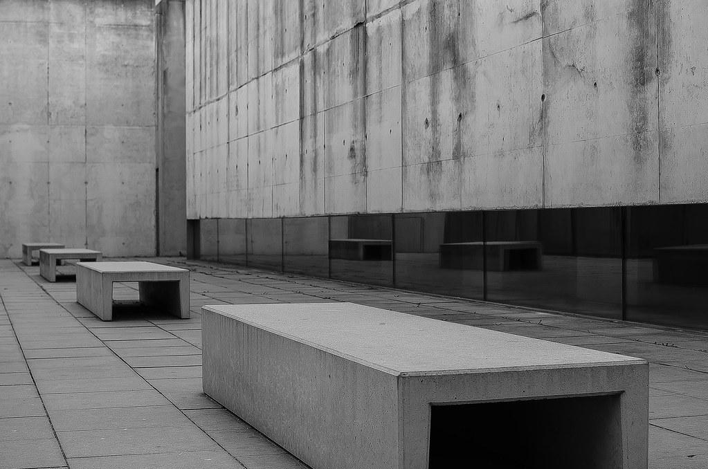 Besucherzentrum-Steinbänke-Spiegelung   Concentration Camp M…   Flickr