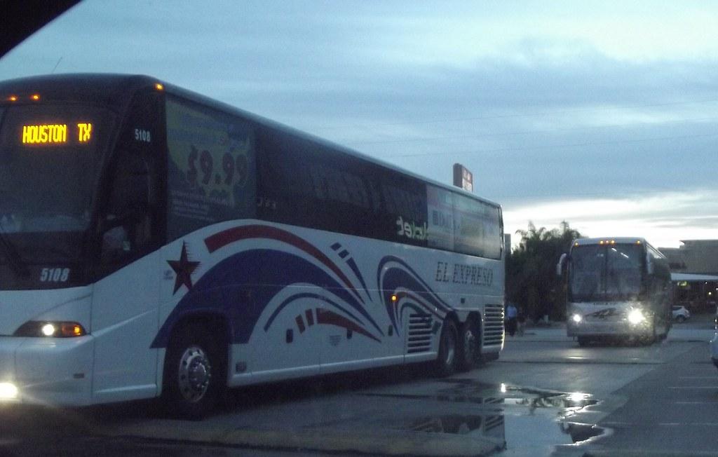 El Expreso Bus Mci And Omex Vip Volvo Photo Taken In