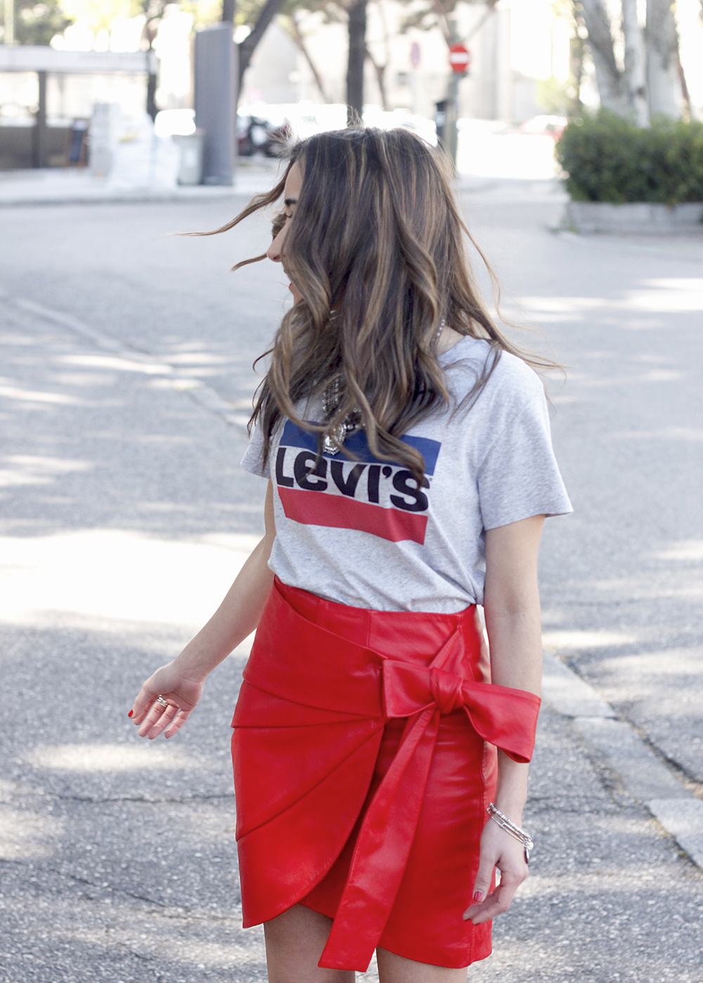 red leather skirt uterqüe Levi's T-Shirt nude heels outfit style fashion spring03