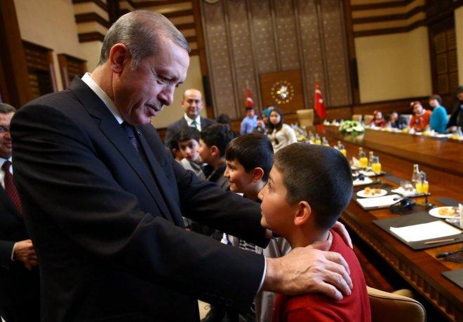 cumhurbaskani-erdogan-afad-tarafindan-misafir-edilen-cocuklari-kabul-etti-IHA-20150107AW291500-4-t