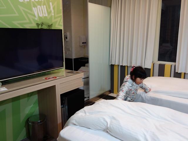 房間非常小,走道窄窄的@清翼居童話館,近台北車站的住宿選擇