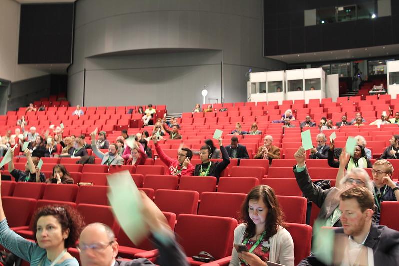 圖三:台灣綠黨代表團舉牌投票