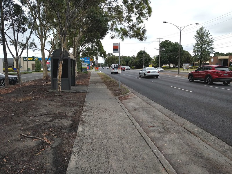 Bus stop, Ferntree Gully Road