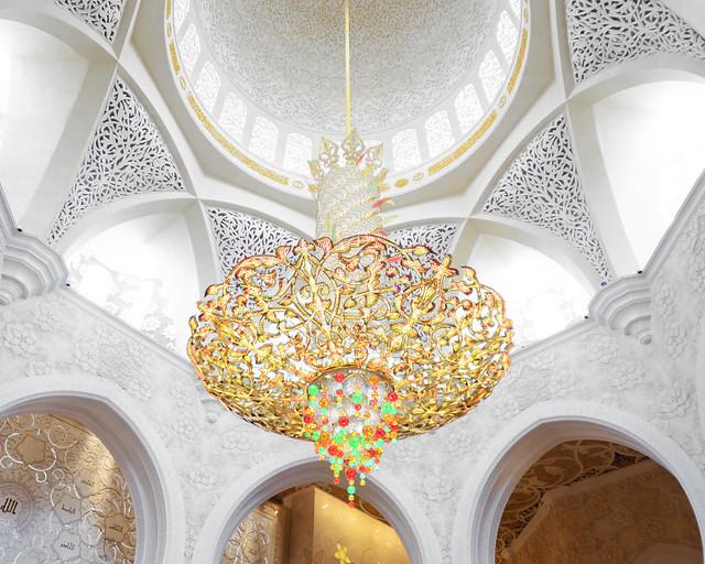 Lámpara y cúpula principal de la mezquita de Abu Dhabi