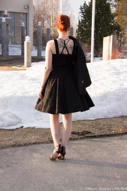PäivänAsuKellomekkoOOTDMyStyleFashionBlog-15 Collectif kellomekko L.K. Bennett highheels shoes kengät korkokengät tyyli blogi tyyliblogi muotiblogi bloggaaja kalevala koru fashion spring looks 2017 Change Lingerie rintsikat