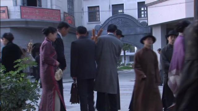 旗袍のスリット:ガオ・シーシー『新・上海グランド』(高希希『新上海灘』, Gao Xixi, Shang Hai Bund) (c) 北京天中映画文化芸術有限公司